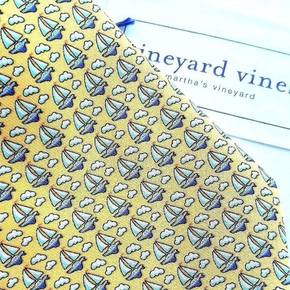 NWT Green Vineyard Vines Boys Silk Tie Split Palm Boys//Sailboats
